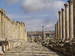 Cardo Maximus at Jerash, looking north (Zairon / Wikimedia)