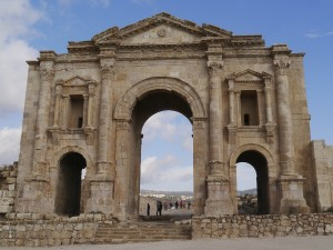 Hadrian's Arch (Zairon / Wikimedia)
