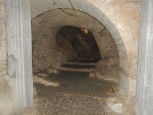 Underground passageways between the caves (© Gregory Jenks)